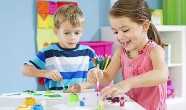 Disa nga arsyet pse artet janë të rëndësishme në zhvillimin e fëmijëve
