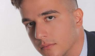 Maturanti shqiptar thyen rekord në Greqi, kalon i pari në universitet
