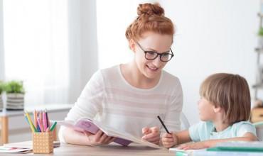 Ja pyetjet që ju ndihmojnë të zgjeroni bisedën me fëmijën tuaj