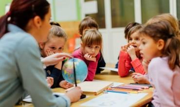 Shtohen 60 mësues ndihmës në shkolla për nxënësit me aftësi të kufizuar
