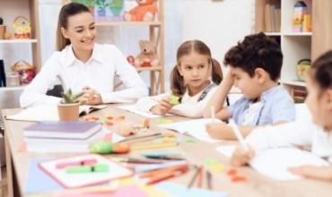 Uniforma te mësuesit, komentuesit pro saj por jo për përparësen e bardhë