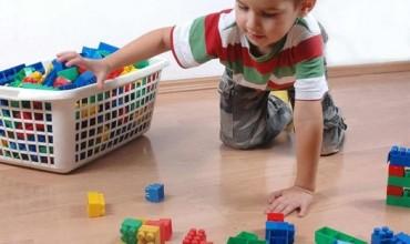 Si të mësojmë fëmijët të vënë sendet në vend
