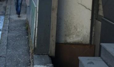 Drejtuar Z. Kryetar të Bashkisë Tiranë: Ujërat e zeza mbulojnë rrugën, në trotuar s'kalohet!