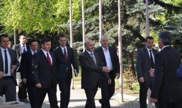 Kryeministri Mustafa dhe ministri Bajrami takuan rektorin e UP-së