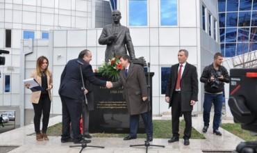 Ministri Bajrami zbuloi shtatoren e prof. dr. Ali Hadri në kompleksin universitar