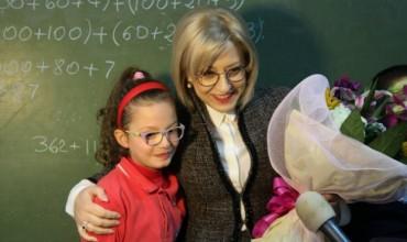 Urimi i ministres së Arsimit Lindita Nikolla për mësuesit