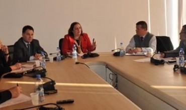 Zv/ministrja informoi për procesin e rishikimit të teksteve shkollore
