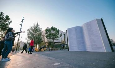 """Muaji i librit përmbyllet me """"Librin gjigand"""" në sheshin Skëndërbej"""