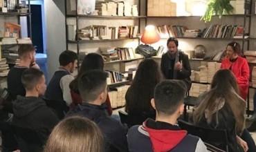 """Klubi i librit i """"Petro Nini Luarasi"""", takim letrar me përkthyesin Ben Andoni, për romanin Humnera"""