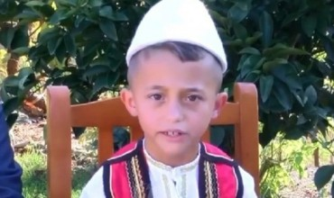 Ju prezantojmë me 7- vjeçarin që reciton pa u ndalur 2800 vargje të At Gjergj Fishtës