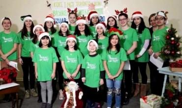"""""""Këndojmë për ju"""", kori i MGT në Toronto, uron bashkëmoshatarët e prekur nga tërmeti në Shqipëri"""