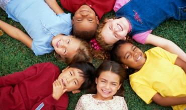Si të mësosh nxënësit të jenë të lumtur