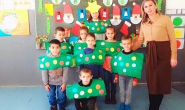 Atmosfera e festave pa asnjë kosto për nxënësit e mësueses gjakovare, Ariana Gala Rizvanolli
