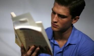 Koha e kaluar në rrjetet sociale në një vit është e barabartë me leximin e 200 librave