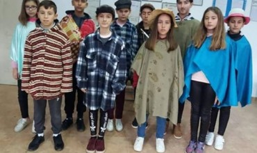 """Nxënësit e shkollës """"Zoi Vangjeli"""", Velabisht, Berat, performojnë dramën """"Vilhelm Teli"""""""