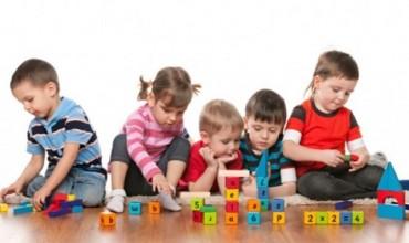 Mësimi i fjalëve të reja, sfidë për prindërit dhe mësuesit, argëtim për fëmijët