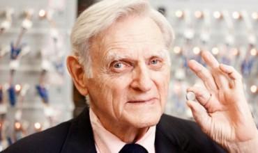 Nobelisti më i vjetër në histori, John Goodenough, njeriu i shkencës, që dashuron artin dhe letërsinë