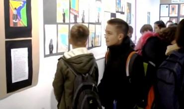 """""""Piktorët në fokusin e kohës"""", ekspozitë e nxënësve të shkollës """"Andon Xoxa"""""""