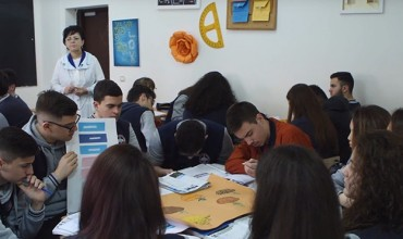 """Orë e hapur në gjimnazin """"Petro Nini Luarasi"""", lënda gjeografi"""