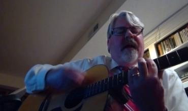 """Profesori nga Misuri këndon për mësimdhënien virtuale nën melodinë e Gloria Gaynor """"I Will Survive"""""""