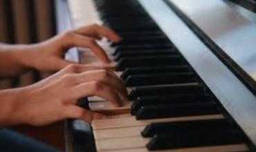 Një botë tingujsh të ëmbël nga nxënësja Hera Bushati