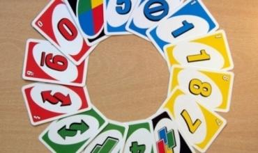 """Rregullat për të luajtur lojën me letra """"UNO"""""""