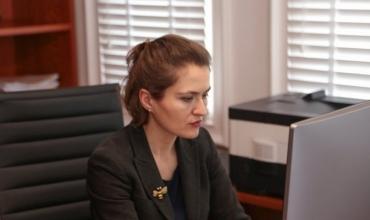 Ministrja Shahini uron maturantët për provimet e maturës dhe i shpreh mirënjohjen mësuesve e prindërve