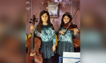 """Kristel dhe Klesta, binjaket e harqeve që fituan çmimin e parë të """"Perform-Online"""" gjatë karantinës"""