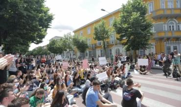 Maturantët në protestë: Testi i gjuhë-letërsisë abstrakt, kërkojmë rivlerësim të tij