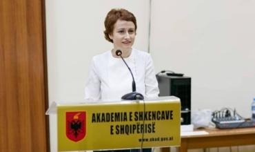 Studiuesja Ledia Dushku publikon mesazhin e të birit maturant: Jam krenare për ty!