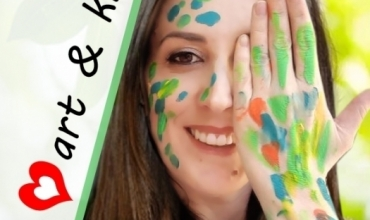 Mësuesja Klevi Pove: Arti i pajis fëmijët me lente të reja për ta parë botën në versionin më të bukur