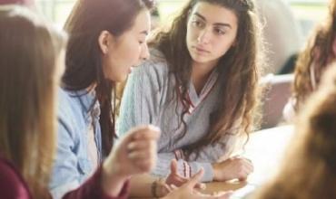 Dy nga të drejtat e fëmijëve deri në moshën 18 vjeç që duhet t'i zbatojnë të gjithë, mësues dhe prindër