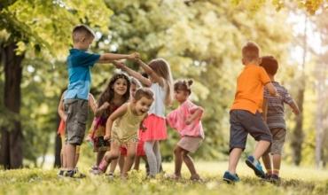Mësimi i bazuar në lojë inkurajon kureshtjen dhe angazhimin
