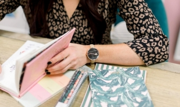 Fitoni kohë gjatë një orë mësimore, duke ndjekur disa hapa