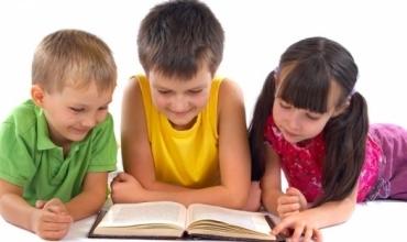 Arsye të mundshme përse fëmijët refuzojnë të lexojnë libra. Ja si mund t'i ndihmoni ata!