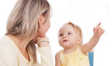 Këshilla për prindërit se si të nxisin të folurin tek fëmija