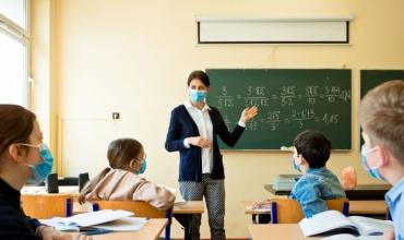 Preferoj të jap mësim nën maskë sesa përpara një ekrani kompjuteri
