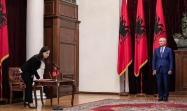 Betohet ministrja e re e MASR, Evis Kushi: Do të jem dëgjuesi dhe zëri i çdo nxënësi, mësuesi, studenti dhe akademiku