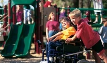 Edukoni fëmijët tuaj që të trajtojnë me dinjitet fëmijët me aftësi ndryshe