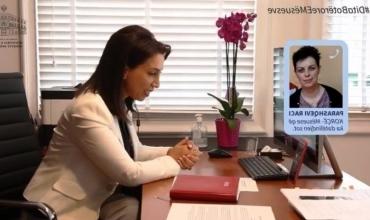 Dita Botërore e Mësuesve, Ministrja Kushi zhvillon telefonata surprizë me mësues të ndryshëm