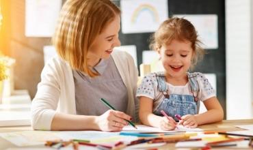 Si mund t'i ndihmojnë prindërit mësuesit këtë vit shkollor?