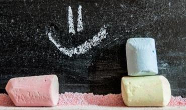 Arsyet përse mësuesit duhet të buzëqeshin më shumë