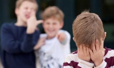 Përse një fëmijë bie viktimë e bullizmit?