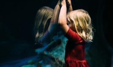 Si të ndihmojmë fëmijët në situata krize?
