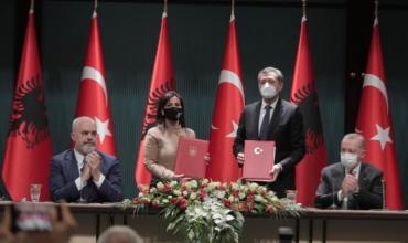 Shqipëria firmos marrëveshje bashkëpunimi në arsim me Turqinë