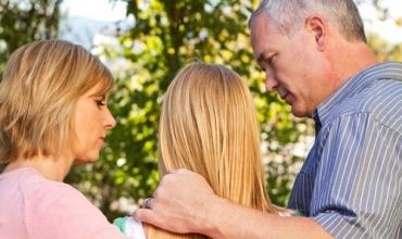 Prindërit gabojnë, fëmijët kërkojnë falje…