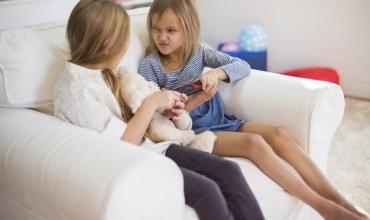Pse fëmijët pasi grinden me njëri-tjetrin pajtohen shpejt?