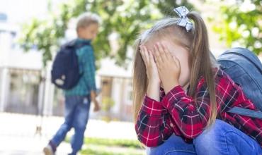 Si mund ta mbrojë një prind fëmijën nga ekspozimi dhe vuajtja prej bullizmit në shkollë?