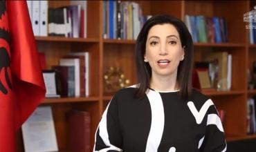 Ministrja Evis Kushi uron maturantët për provimet e Maturës Shtetërore