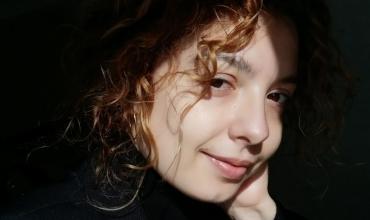 Mësuesja Desela Nuredini: Maturantë, ju jeni vizionarët që mund ta bëni botën më të mirë!